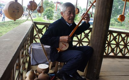 Đàn TÍNH TẨU: NHẠC CỤ TRUYỀN THỐNG của NGƯỜI THÁI TRẮNG khu vực MƯỜNG SO,  Phong Thổ, Lai Châu