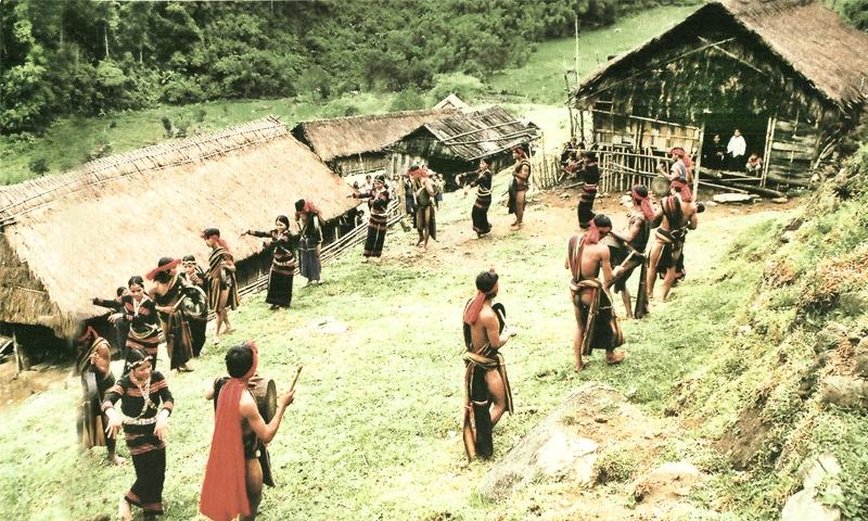 NGƯỜI XƠ ĐĂNG trong Cộng đồng 54 Dân tộc anh em ở Việt Nam
