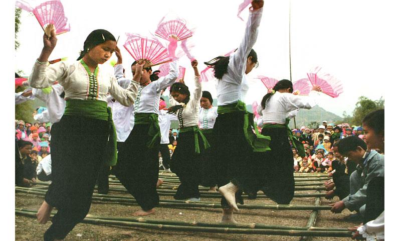 NGƯỜI THÁI trong Cộng đồng 54 Dân tộc anh em ở Việt Nam